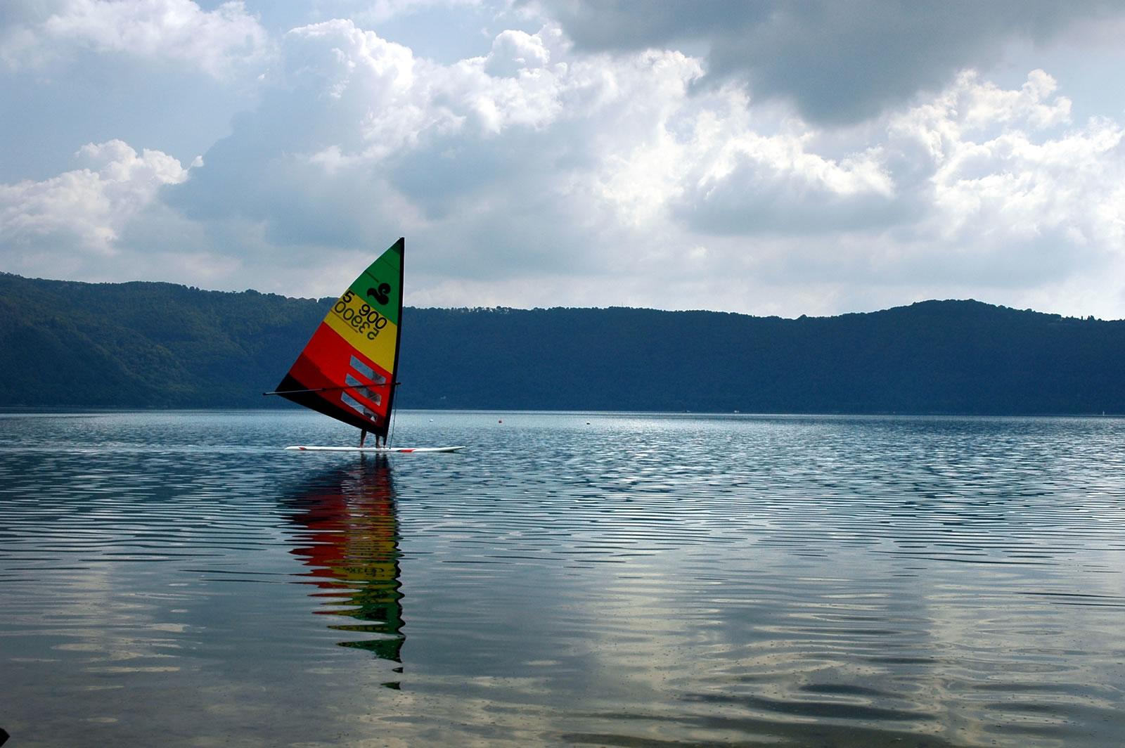 Windsurf sul Lago di Albano