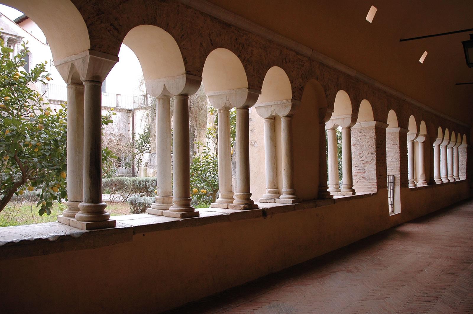 Abbazia di Fossanova, portico