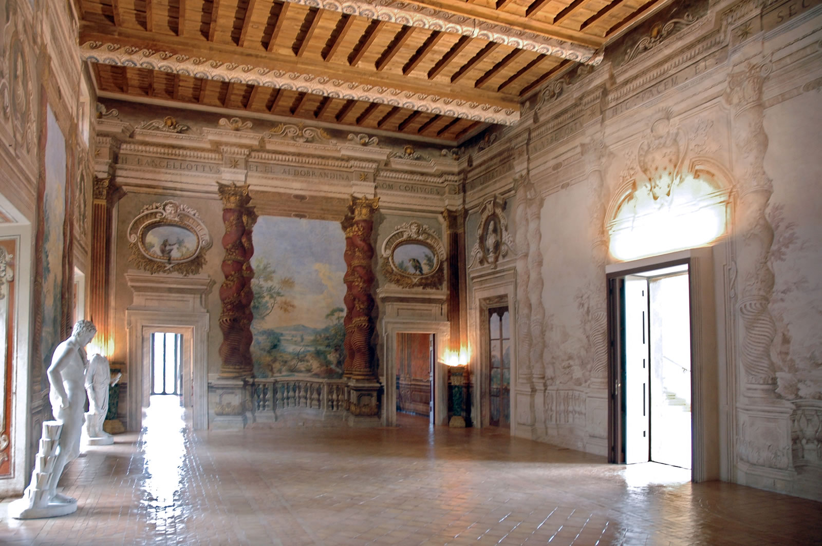 Villa Lancellotti, Salone
